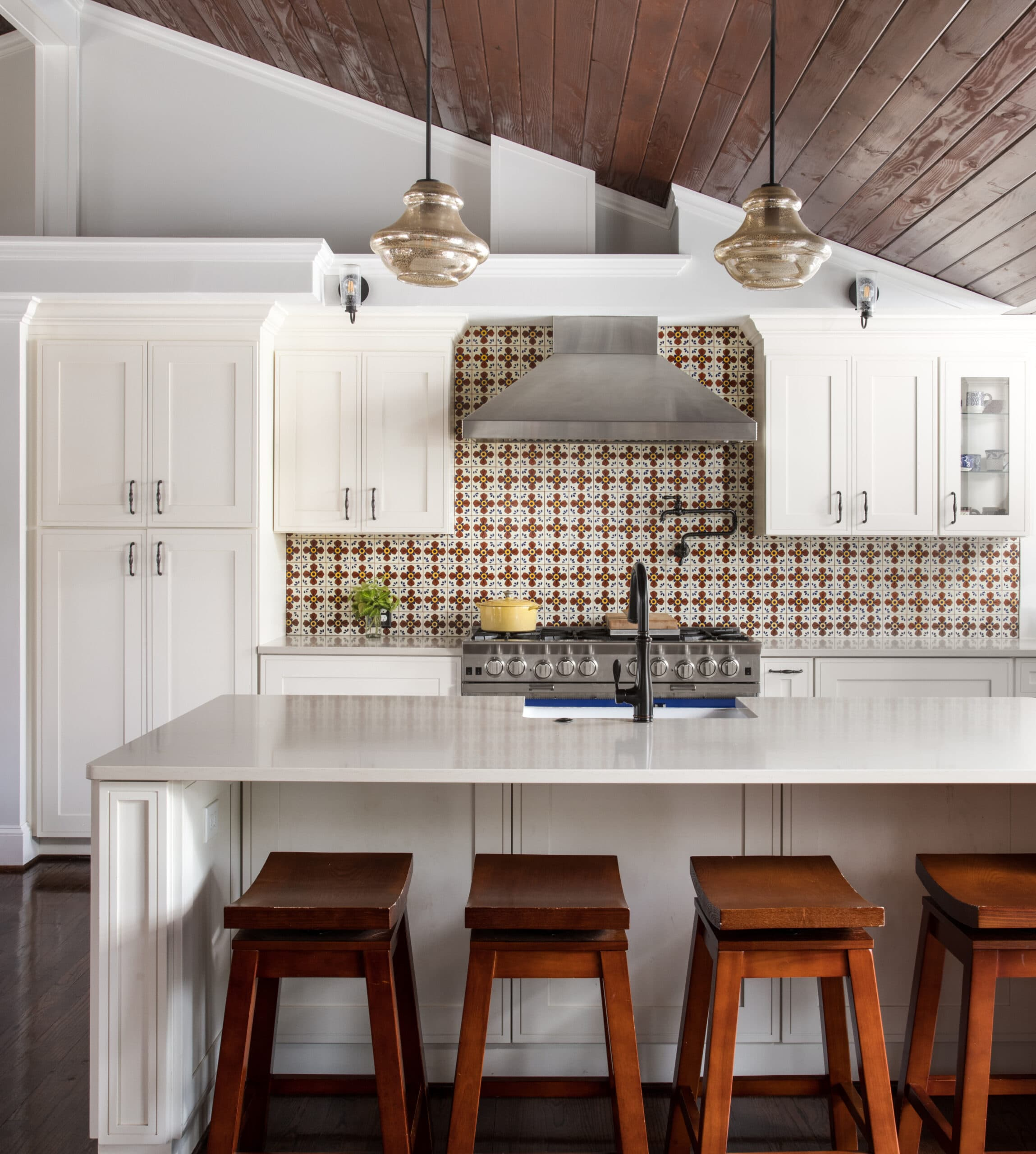 Which kitchen cabinets are timeless?